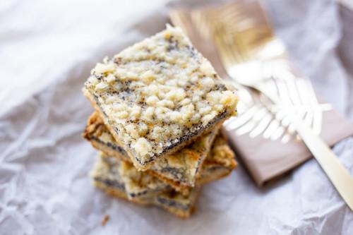 Pampered Chef Mohn-Quark-Streuselkuchen Stücke