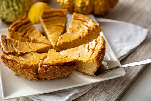 Pampered Chef Pieform Pumpkin-Pie angeschnitten