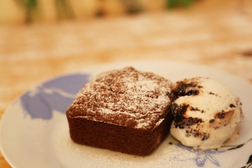 Brownie mit Eis