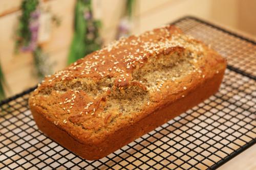 Pampered Chef Zauberkasten Buchweizen Körner Brot auf Kuchengitter