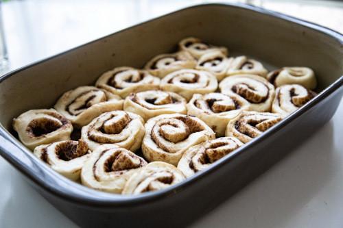 Pampered Chef Cinnamon Rolls in Ofenhexe nach Gehzeit