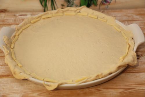 Pampered Chef weißer Stein Lady Pizza Teig ausgerollt