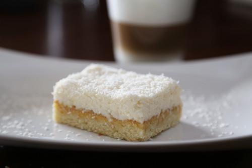 Pampered Chef Ofenzauberer Kokos-Mango-Kuchen Stück