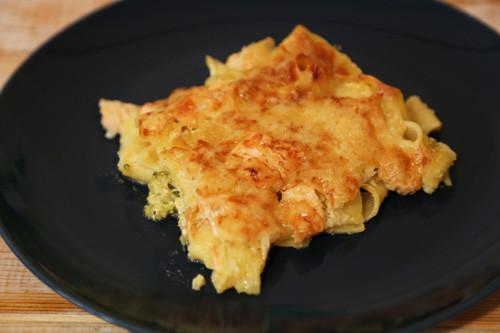 Pampered Chef Brokkoli-Lachsauflauf in Ofenhexe überbacken Stück