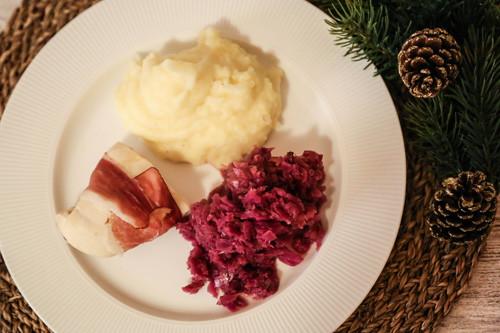 Thermomix Apfelrotkohl mit Kartoffelpüree und Hähnchenbrustfilet in Schinken