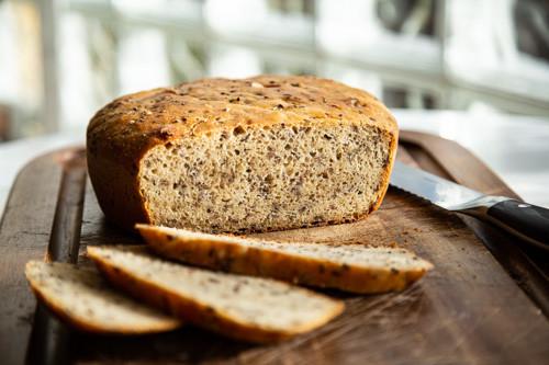 Pampered Chef Kamut-Dinkel-Brot angeschnitten