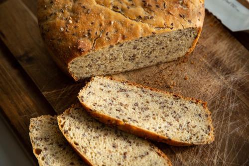 Pampered Chef Kamut-Dinkel-Brot angeschnitten von oben