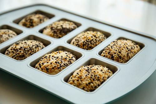 Pampered Chef Dinkel-Joghurt-Brötchen Teiglinge in Mini-Kuchenform am nächsten Tag
