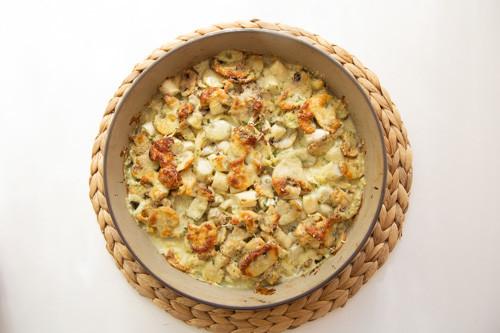 Pampered Chef runde Stoneware Spargelauflauf Nudeln und Spargel mit Champignons mit Sauce und Parmesan überbacken