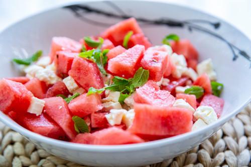 Salat mit Wassermelone, Feta und Minze