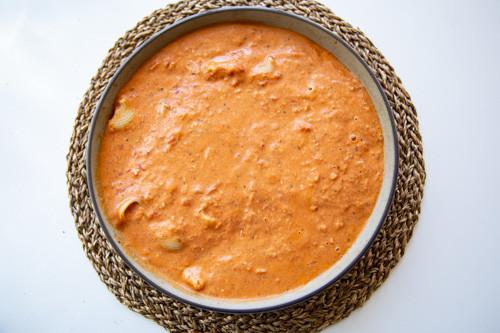Pampered Chef runde Stoneware Sauce auf Nudeln verteilt