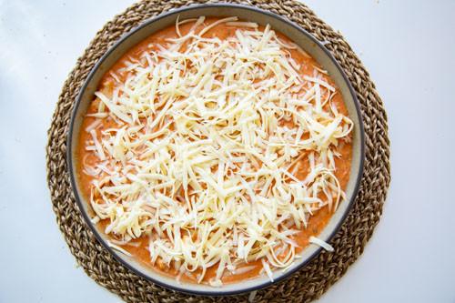 Pampered Chef runde Stoneware Nudeln mit Thunfisch-Tomatensauce Käse drüber