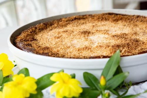 Pampered Chef Kokos-Käsekuchen fertig gebacken mit Blumen