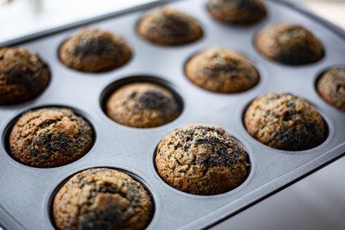 Pampered Chef Mohn-Muffins in Muffinform Deluxe fertiggebacken