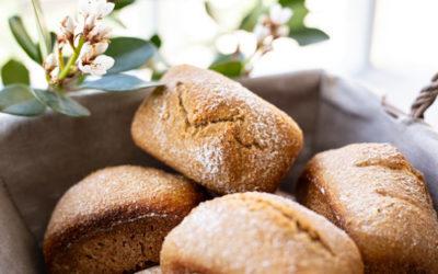 Vollkorn-Dinkelbrötchen in der Mini-Kuchenform