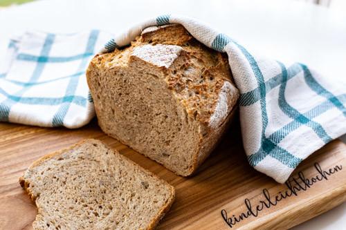 Pampered Chef Vollkorn-Weizen-Emmer-Brot im kleinen Zaubermeister
