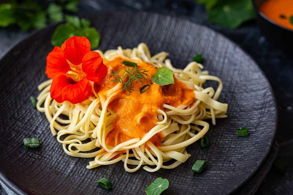Thermomix Paprikacremesauce auf Nudeln